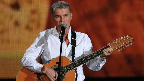 Известный российский певец попал в ДТП на трассе