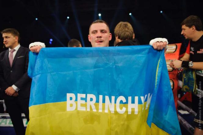 Боксер Денис Беринчик выиграл первый титул в профессиональной карьере