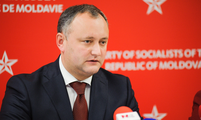 Додон требует роспуска парламента Молдовы