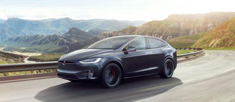 Tesla отзывает более 10 тыс. кроссоверов Model X