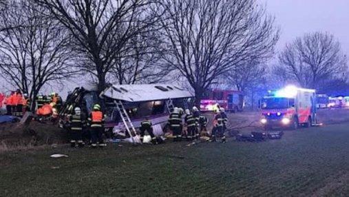 Возле Праги разбился пассажирский автобус, есть погибшие и почти полсотни раненых: фото, видео