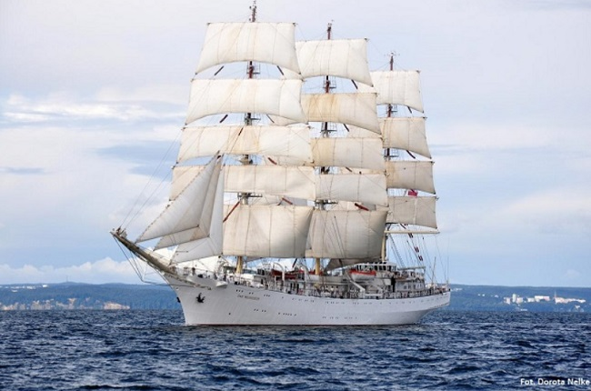 Polish tall ship in Japan on Independence Cruise