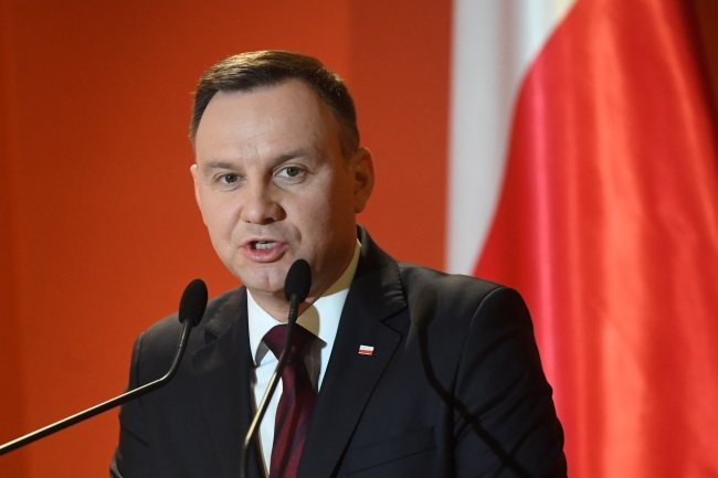 Polish president in Athens urges more business with Greece