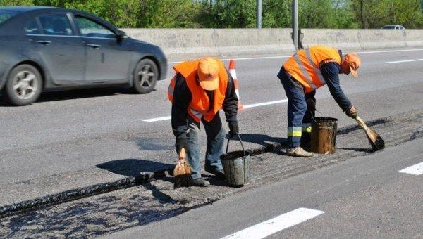В Укравтодоре сообщили, сколько выделено средств на ремонт дорог