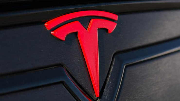 Tesla: в сеть слили фото первого беспилотного грузовика
