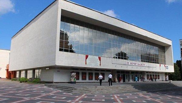 В театре Хмельницкого запретили Анну Каренину на русском языке