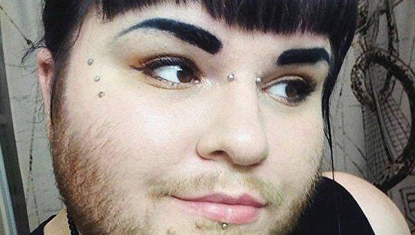 За натурализм. В США девушка не бреет бороду в знак протеста