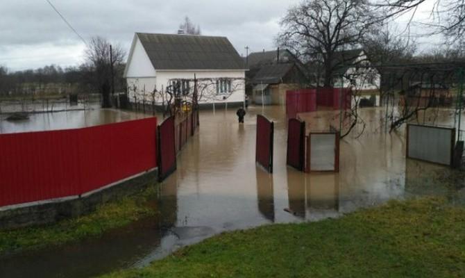 Из-за паводка на Закарпатье подтоплены 983 домохозяйства, 172 человека эвакуированы