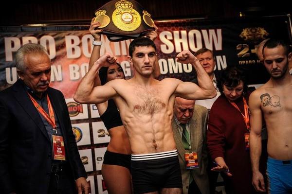 Украинский боксер Далакян стал чемпионом мира по версии WBA