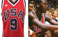 Майку легендарного баскетболиста продали за баснословную сумму