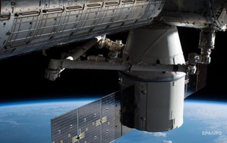 Космический корабль SpaceX успешно вернулся с МКС (ФОТО)