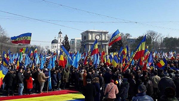 Жители Кишинева поддержали идею объединения с Румынией - опрос