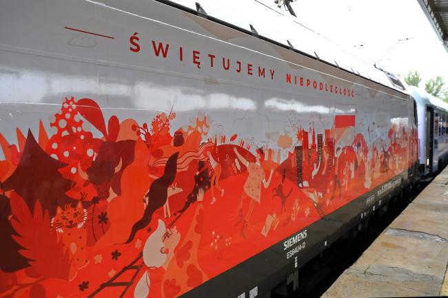 Польские поезда разукрасили в национальные цвета