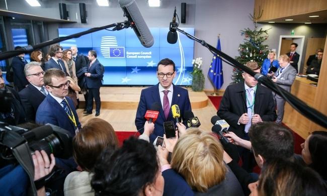 Моравецкий: Позиция Польши в вопросе беженцев получает все больше поддержки