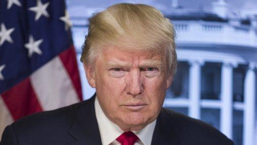 В США сенаторы требуют отставки Трампа из-за сексуального скандала
