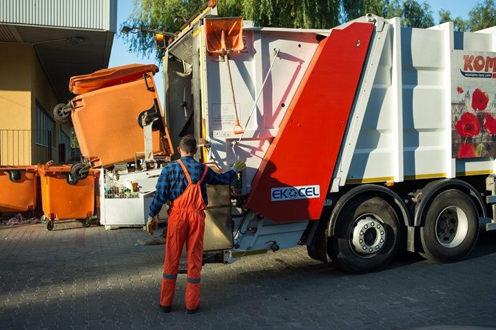 Romanians and Poles produce least waste in EU