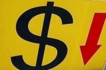 Доллар снижается в паре с евро после скачка накануне, стабилен к иене