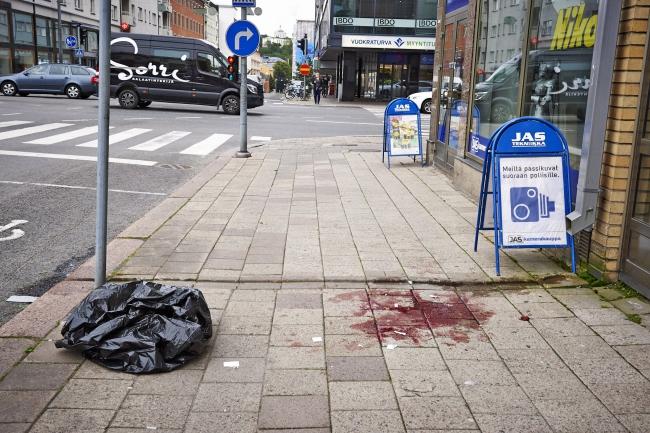 У Фінляндії невідомий напав з ножем на перехожих