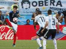 Павар (слева) забил аргентинцам