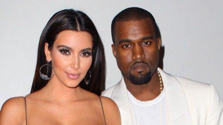 В носках и сандалиях: муж Ким Кардашьян продвигает новый тренд (фото)