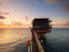Аналитики отмечают тенденцию к сокращению избытка предложения на рынке нефти