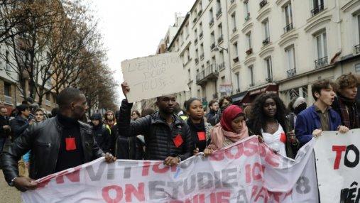 Во Франции правоохранители задержали более 700 школьников и студентов