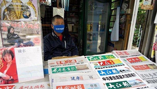 Торговцы газетами проводят молчаливый протест в Шанхае