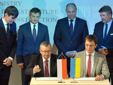 Омелян и Адамчик подписали документ о строительстве Via Carpatia