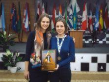 Анна (слева) и Мария Музычук (справа) вошли в список лучших шахматисток мира