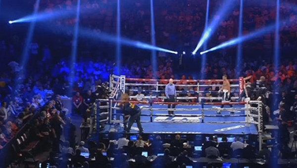 Украинский боксер Гвоздик победил американца Бейкера