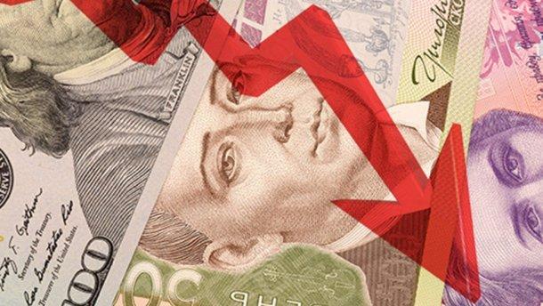 Запланували ще при прийнятті бюджету: чому уряду вигідне падіння гривні