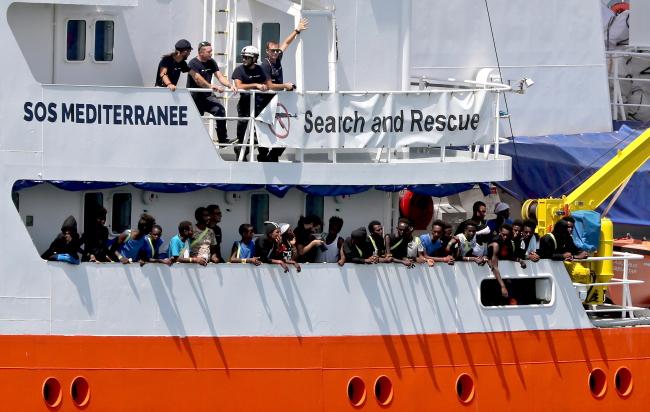 Мальта согласилась принять судно «Аквариус» со 141 мигрантом на борту