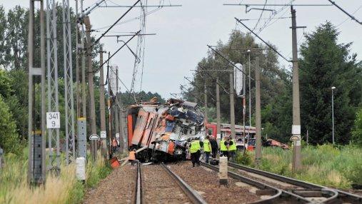 В Польше поезд столкнулся с грузовиком, есть погибшие: опубликованы фото