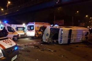 В Киеве на перекрестке авто влетело в скорую