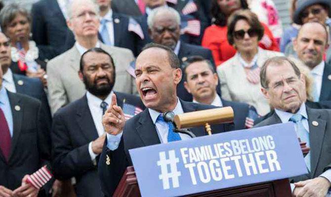 Конгрессмены США участвуют в голодовке, протестуя против разлучения семей мигрантов
