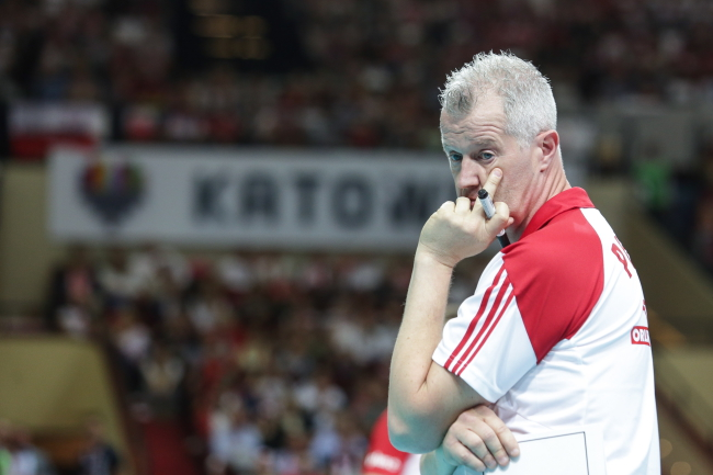 Volleyball: Poland beat Canada 3-2