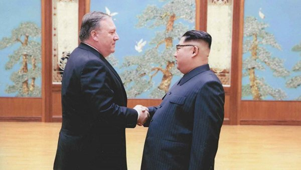 Опубликованы фото с тайной встречи Помпео и Ким Чен Ына