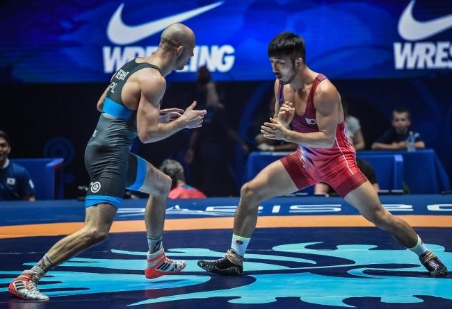 Poland's Bernatek wins silver at world wrestling championships