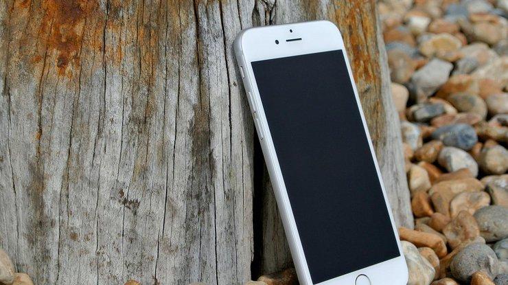 Смартфон впервые зарядили лазером (фото)