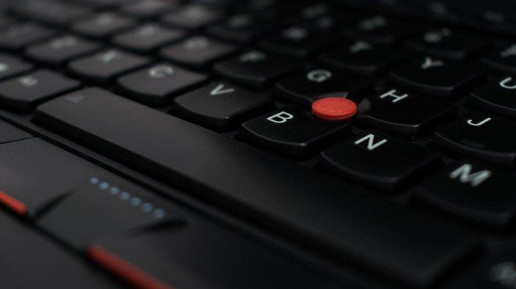 Lenovo запатентовала ноутбук с тремя экранами (фото)