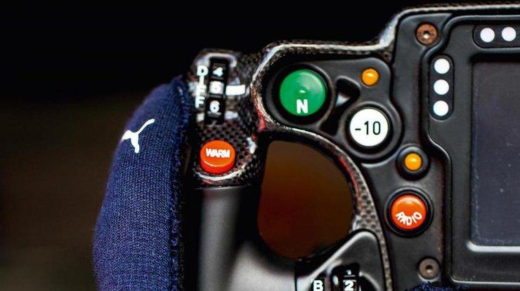 В 2018 пилоты Формулы-1 получат перчатки с биометрикой