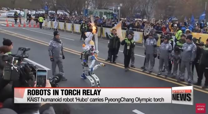 Робот стал участником эстафеты олимпийского огня, - ВИДЕО