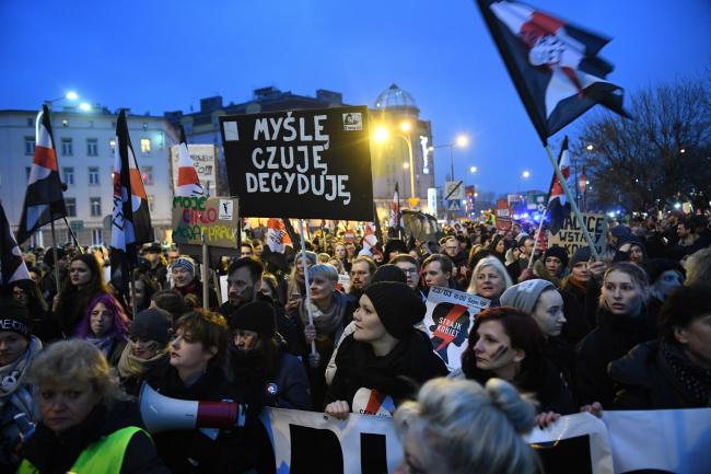 У Польщі «Чорний протест» і «Біла п'ятниця»