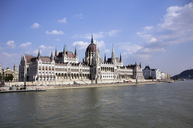 Венгерский парламент поддержал Польшу в ее споре с Еврокомиссией