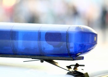 Чоловік, який намагався пронести в наметове містечко намет, спровокував конфлікт і травмував поліцейського