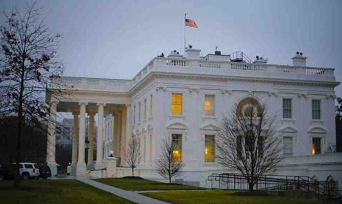 Из Белого дома уволили личного помощника Трампа из-за возможных махинаций