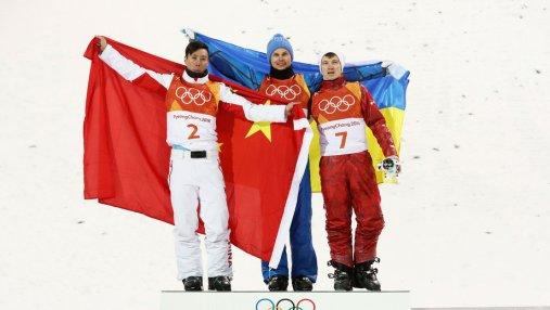 Олимпийский чемпион Александр Абраменко обменялся теплыми объятиями с  призерами Олимпиады