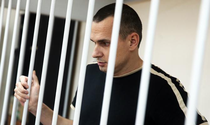 Порошенко продлил выплату государственной стипендии Сенцову