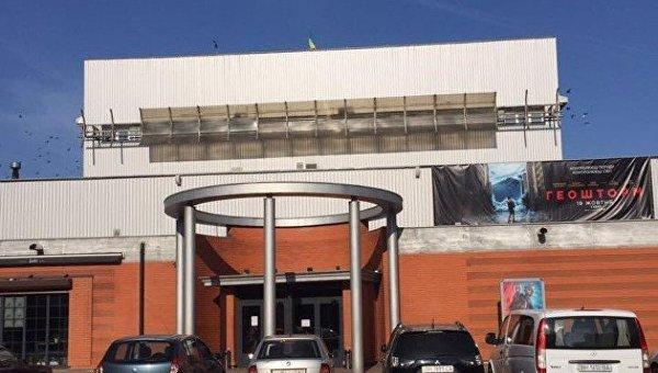 Активисты в Одессе вежливо попросили снять вывеску с кинотеатра Москва