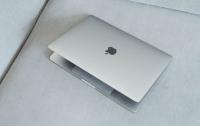 Apple запатентувала MacBook з двома екранами
